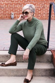Five fall wardrobe essentials to have on hand to keep your style game strong. These fall wardrobe essentials are classy, versatile, and great additions to your closet! Visit Style at a Certain Age for more timeless fall fashion ideas. 50 Style, Edgy Style, Petite Style, Fashion For Women Over 40, Fashion Over 50, Fashion 2018, Fashion Fashion, Fashion Online, Fashion Websites