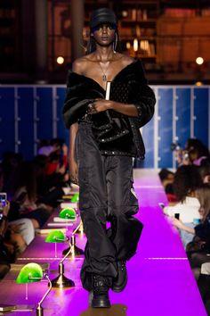 Fenty x Puma Fall 2017 Ready-to-Wear Fashion Show Collection: See the complete Fenty x Puma Fall 2017 Ready-to-Wear collection. Look 50 Fashion Week, Fashion 2017, Runway Fashion, Rihanna, Monochrome Fashion, Black Models, Fashion Show Collection, Fashion Books, Chic Outfits