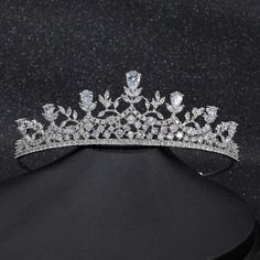 Box Exquisite Crystal Clear Diamante 925 Sterling Silver Queen Crown Earrings