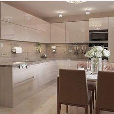 A imagem pode conter: área interna - Kitchen design - Kitchen Pantry Design, Luxury Kitchen Design, Home Decor Kitchen, Interior Design Kitchen, Kitchen Modular, Modern Kitchen Cabinets, Cuisines Design, Küchen Design, Beautiful Kitchens