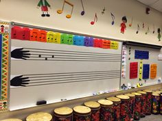MyMusicalMagic: The 'Handy, Hands-on' Hand Staff - Todo Sobre Educacion Piano Lessons, Music Lessons, Music Bulletin Boards, Music Decor, Music Room Decorations, Primary Music, Music School, Music Activities, Physical Activities