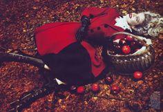 Natalia Vodianova as Little Red Riding Hood - Into the Woods - Natalia Vodianova by Mert & Marcus for Vogue US September 2009 Alas Marcus Piggott, Fairytale Fantasies, Annie Leibovitz, Vogue Us, Natalia Vodianova, Tim Walker, Steven Meisel, Foto Art, Snow Queen