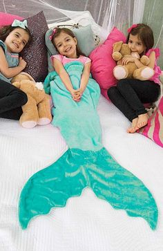 Your child's imagination will swim off into blue waters while cozied up in our Blankie Tails® Mermaid Blanket. Blankie Tails®, The Original Mermaid Blankets™ are made from premium-grade, double-sided Kids Mermaid Blanket, Mermaid Tail Blanket, Mermaid Tails, Baby Love, My Baby Girl, Homemade Gifts, Diy Gifts, Manta Polar, Little Girls