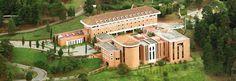 Seminario misionero internacional .Redemptoris Mater de Medellin Colombia. En el mundo hay aprosimadamente cuarenta como este.