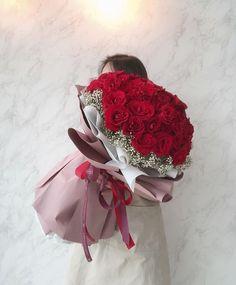 Boquette Flowers, Beautiful Bouquet Of Flowers, Happy Flowers, Beautiful Roses, Pretty Flowers, Wedding Budget Spreadsheet, Budget Wedding, Bouquet Wrap, Rose Bouquet