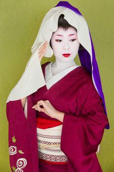John Paul Foster - A Photographer of Geisha, Maiko, and Kyoto | Geisha & Maiko I | 14