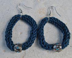 orecchini in tricotin e perle