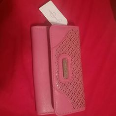 Save $10 with code Jccwq when u sign up Spotted while shopping on Poshmark: Jessica Simpson pink wallet! #poshmark #fashion #shopping #style #Jessica Simpson #Handbags