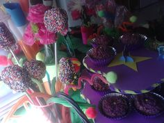 Adventure Time Party: Chocolate, sprinkle covered oreo cookie pops, and #LumpySpacePrincess treats.
