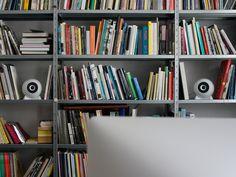 Sound und Design in höchster Vollendung - mo° sound Kugellautsprecher Kugel, Bookcase, Shelves, Home Decor, Product Design, Ad Home, Nice Asses, Shelving, Decoration Home