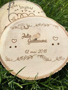 Gravure sur bois pour un porte alliance personnalisé :-)