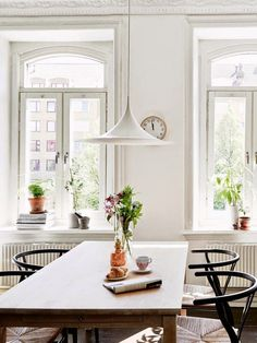 A stunning Gothenburg home with a black floor (via Bloglovin.com )