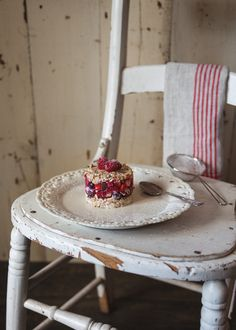 fruits and granola Food Photography Styling, Food Styling, Granola, Parfait, Cereal Recipes, Lactose Free, Love Food, Breakfast Recipes, Sweet Treats