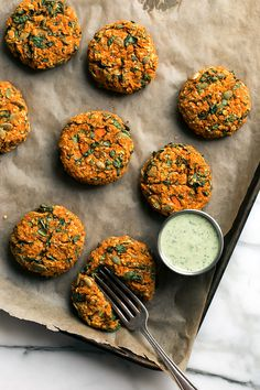 Carrot-Lentil Cakes with Garlic-Herb Tahini Sauce – Blissful Basil Karotten-Linsen-Kuchen mit Knoblauch-Kräuter-Tahini-Sauce Veggie Recipes, Whole Food Recipes, Vegetarian Recipes, Cooking Recipes, Healthy Recipes, Vegan Lentil Recipes, Herb Recipes, Carrot Recipes, Delicious Recipes