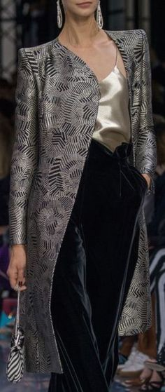 Armani Prive Fall 2016 … - Most Expensive Luxury Brands Haute Couture Style, Couture Fashion, Runway Fashion, London Fashion, Home Fashion, Fashion Show, Autumn Fashion, Fashion Design, Fashion Weeks
