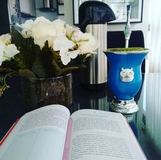 Livro e a cuia que ganhei do meu pai :)