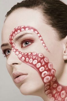 Great makeup idea for Halloween. Paint an Octopus tentacle in your face, so cool! Octopus Art, Octopus Painting, Octopus Design, Octopus Tentacles, Maquillaje Halloween, Make Up Art, Special Effects Makeup, Mermaid Makeup, Makeup Designs