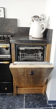de vaatwasser van de steigerhouten keuken Kitchen Design, Home And Garden, Decorating, Outdoor Decor, Home Decor, Castles, Kitchens, Deco, House