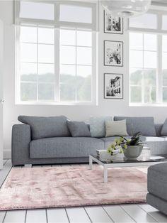 Glanzvoller Auftritt in Pastell - Der benuta Teppich Donna besticht mit seiner einzigartigen changierenden Oberfläche, die je nach Blickwinkel und Lichteinfall einen ganz individuellen Look erhält und somit jedem Interieur eine spielerische Brillanz verleiht.