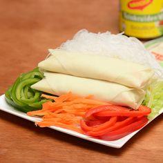 Op elke markt zijn ze te vinden, de Vietnamese loempia's. Lekker knapperig, met een geurige vulling en een pittige saus. Maak ze zelf thuis met dit eenvoudige recept.