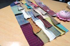 DIY con elPaso a paso para hacer un bolso de telaPatchwork. Tutorialgráficocompleto de costura para hacer este precioso bolsoPatchwork. Puedes utilizar retales o restos de otras labores para …