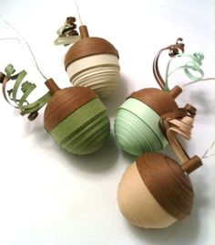 These four adorable acorn ornaments were made entirely of paper quilling strips. Each acorn measures approximately inches from tip to top Arte Quilling, Paper Quilling Designs, Quilling Patterns, Quilling Cards, Easy Thanksgiving Crafts, Thanksgiving Decorations, Fall Crafts, Holiday Crafts, Thanksgiving 2016