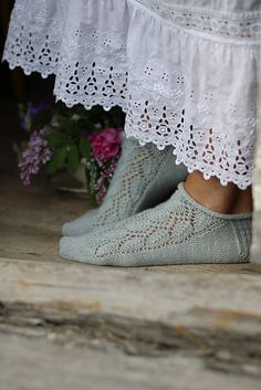 Ravelry: Elmina`s summer socks pattern by Kajsa Vuorela Fredriksson Knitting Designs, Knitting Projects, Knitting Patterns, Crochet Tote, Tunisian Crochet, Knitting Socks, Hand Knitting, Crochet Summer Tops, Ravelry