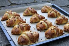 Lækre kærnemælkshorn med rabarber og marcipan | Anna-Mad blog