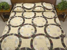 Double Wedding Ring Quilt -- wonderful cleverly made Amish Quilts from Lancaster (hs6144)