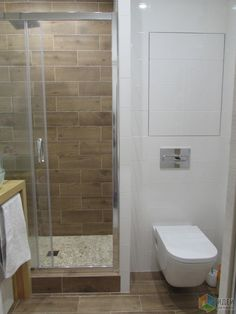 Всем привет! Предлагаю Вашему вниманию душевую кабину с элементами дерева. Хотелось сделать недорого, но красиво. Думаю у нас получилось... )) Размеры ванной комнаты: 2100*1700. Размер душевого поддона из гальки: 1200*700. Белая плитка - польская...
