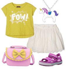 Ho scelto uno sgargiante giallo per la t-shirt, la abbiniamo alla gonna bianca. Gli accessori sono deliziosi e piaceranno tantissimo alla vostra piccola: tracolla con fiocco, comodi sandali e collanina con unicorno.