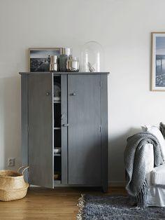 Dit nieuwe 3-kamer appartement in een klein stadje in de buurt van Stockholm is een mooi voorbeeld van..