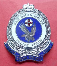 BADGE - Australia - NSW - New South Wales Police cap badge (old style pre 1990)