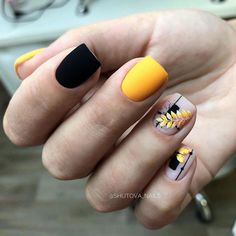 What Christmas manicure to choose for a festive mood - My Nails Love Nails, Pretty Nails, My Nails, Short Square Nails, Manicure E Pedicure, Classy Nails, Yellow Nails, Perfect Nails, Matte Nails