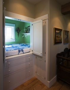 Dutch cupboard beds have always delighted me. This is especially nice because there is a window. -> 13 Functional Hideaway Bed Design Ideas (4)