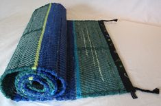 återbruk vävning trasmattor textil Making Out, Scandinavian, Hand Weaving, Blanket, Fabric, Rag Rugs, Ideas, Tejido, Blankets