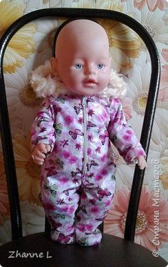 Подарили дочке куклу baby born и тут же она мне изложила «список» необходимой одежды, полазив в интернете нашла выкройку, на основе которой делала уже нужные мне выкройки. Пока пошилось немного, но дочка довольна. Комбинезон из плащевки на флисе, опушка из искусственного меха. фото 2