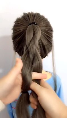 Lovely video Sound crazy at 5 am - Hair Style Girl Up Hairstyles, Pretty Hairstyles, Easy Ponytail Hairstyles, Layered Hairstyle, Medium Hairstyles, Wedding Hairstyles, Cute Ponytails, Great Hair, Hair Videos