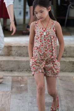 Défilé Summer 2013 - /megeshipman/childrens-sewing-ideas/ BACK Little Girl Fashion, Boy Fashion, Little Fashionista, Stylish Kids, Kid Styles, Sewing For Kids, My Baby Girl, Kids Wear, Diy Clothes