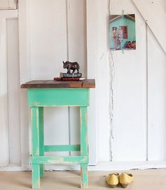 minty side table