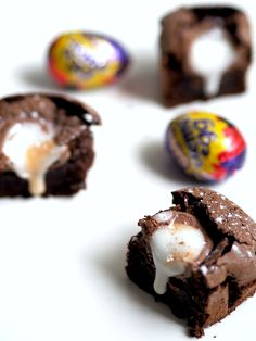 A delicious recipe for Creme Egg brownies using a combination of various recipes. The perfect baked treat just in time for Easter! Creme Egg, No Bake Treats, Brownie Recipes, Brownies, Food And Drink, Eggs, Yummy Food, Baking, Desserts