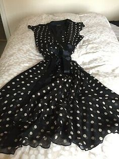Hobbs London Silk Dress Black Polka Dot Size 12 Wrap Around. Lovely floaty feel to this dress Condition is Used but still in good condition Dispatched with Royal Mail Class. Purple Dress, Dress Black, Hobbs Dresses, Hobbs London, Wrap Around, Silk Dress, Sheath Dress, Bodice, Size 12