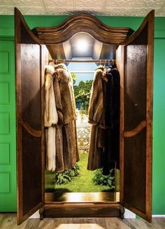 Interior design mom goes above and beyond to handcraft a Narnia-inspired secret room beneath the crawl-space of her stairs, and now everybody wants one. Narnia Wardrobe, Kids Wardrobe, Magical Room, Hidden Rooms, Chronicles Of Narnia, Book Nooks, Reading Nook, Play Houses, Room Inspiration