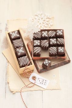 Dominosteine Marzipan, Chocolates, Cake Business, Packaging Design, Packaging Ideas, Dessert Recipes, Desserts, Happy Day, Biscotti