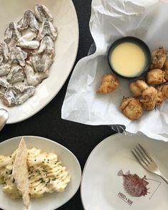 Kokotxas de Merluza a la brasa Ensaladilla rusa y Lobito de mar en adobo. #gastronomia
