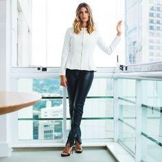 Preto e branco é sempre um clássico. Anna Fasano veste Linda de Morrer.