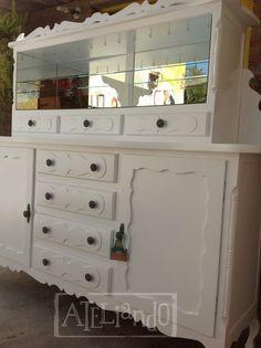 Ateliando - Customização de móveis antigos  Vidraçaria refeita, tudo novinho em folha e ainda inserimos ganchos para pendurar xícaras!  Reformamos a sala de jantar inteira, logo colocaremos a mesa com as cadeiras!