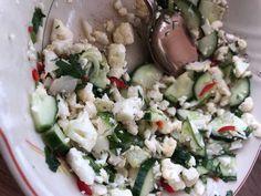 Vappu Pimiän kukkakaali-kurkkusalaatti | Meillä kotona Greens Recipe, Feta, Potato Salad, Grains, Chili, Food And Drink, Dairy, Rice, Potatoes