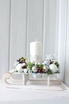 """""""I'm dreaming of a white christmas"""" … 8 great Scandinavian inspired white deco ideas! – Page 8 of 8 – DIY craft ideas """"I'm dreaming of a white christmas"""" … 8 great Scandinavian inspired white deco ideas! – Page 8 of 8 – DIY craft ideas Centerpiece Christmas, Christmas Arrangements, Christmas Candles, Xmas Decorations, Winter Christmas, Christmas Home, Christmas Wreaths, Christmas Ornaments, Funny Christmas"""
