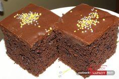 Hledáte jednoduchý recept na nějakou tu sladkou dobrotu? Tak to se vám bude líbit recept, který si dnes společně představíme. Jedná se o čokoládový dort, který zvládnete připravit již během několika minut. Rychlá příprava mu ale rozhodně neubírá na chuti! Pochutná si na něm celá vaše rodina! I